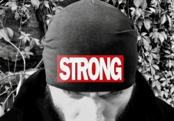 Шапка STRONG